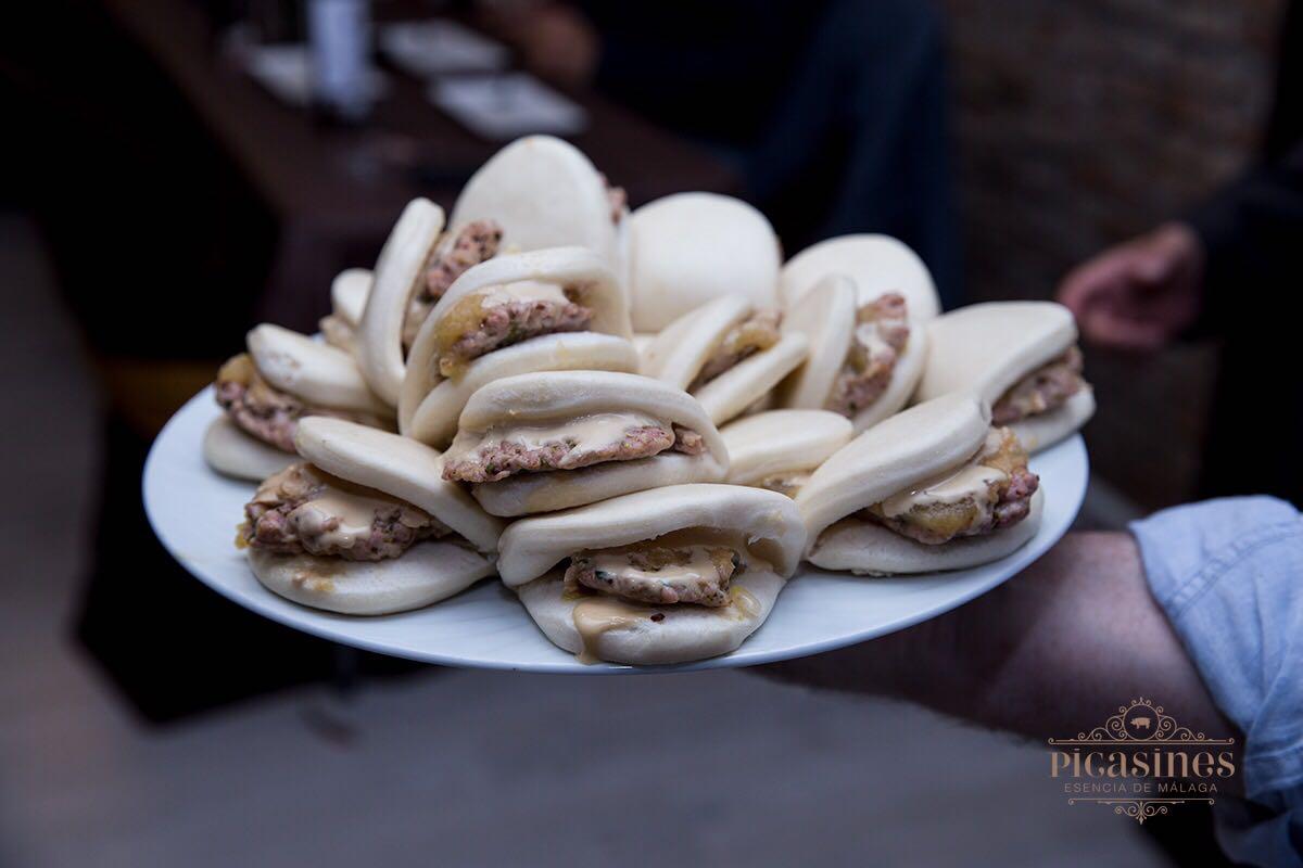 Pan BAO con burguer de salchichón Picasines